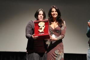 Karin Proia premia Yulia Travnikova, produttrice del corto Second Wind